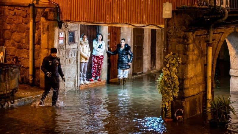 Porto est inondé suite au passage de la tempête Elsa